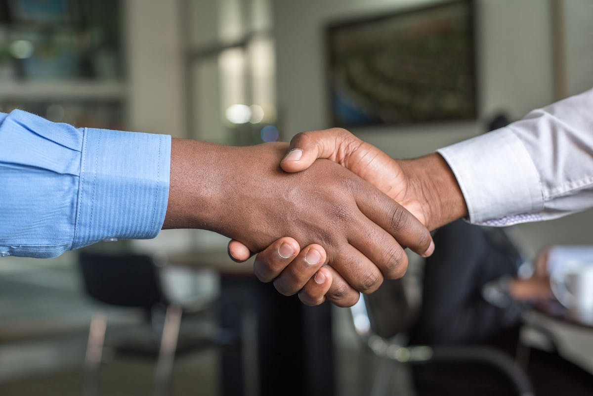 A handshake represents M&A deals in the digital health space.