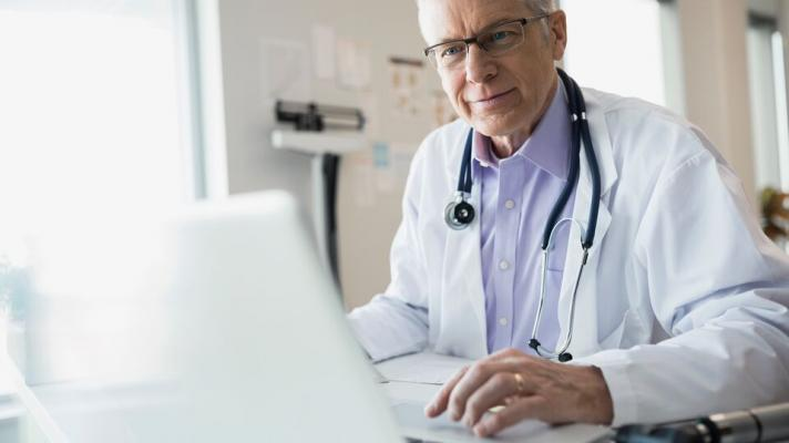 Doctor using a computer.